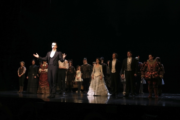 <p>James Barbour acknowledges the evening&#39&#x3B;s audience.</p><br />(© Tricia Baron)