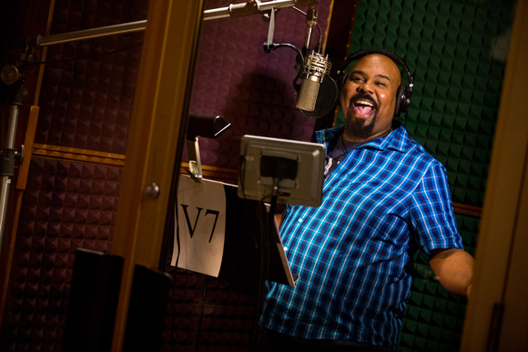 <p>James Monroe Iglehart lights up the studio as <em>Aladdin</em>&#39&#x3B;s Genie.</p><br />(© Matthew Murphy)