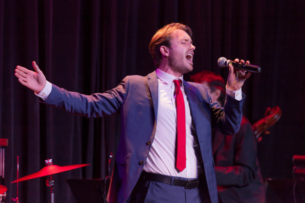 <p>James Snyder belted the night away.</p><br />(© Seth Walters)