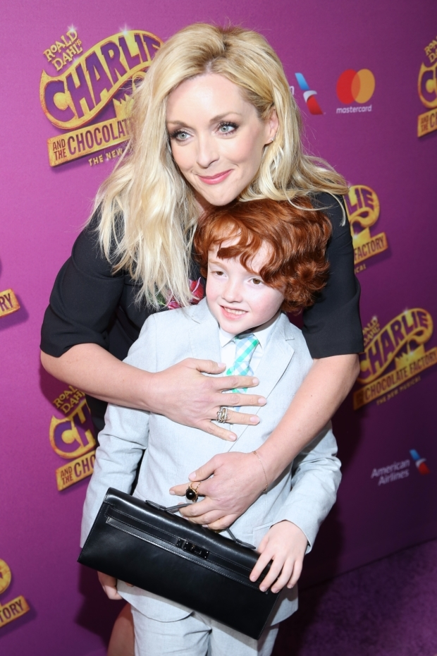 <p>Jane Krakowski walks the red carpet with her son, Bennett.</p><br />(© Tricia Baron)