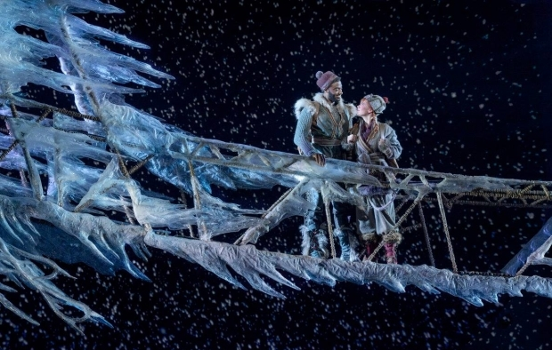 <p>Jelani Alladin (Kristoff) and Patti Murin (Anna) take the stage in <em>Frozen</em>.</p><br />(© Deen van Meer)
