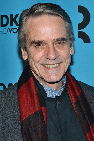<p>Jeremy Irons smiles for the cameras on his way into Roundabout&#39&#x3B;s gala.</p><br />(© David Gordon)