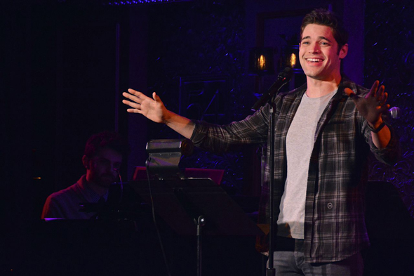 <p>Jeremy Jordan shares his enthusiasm with the audience.</p><br />(© Nessie Nankivell)