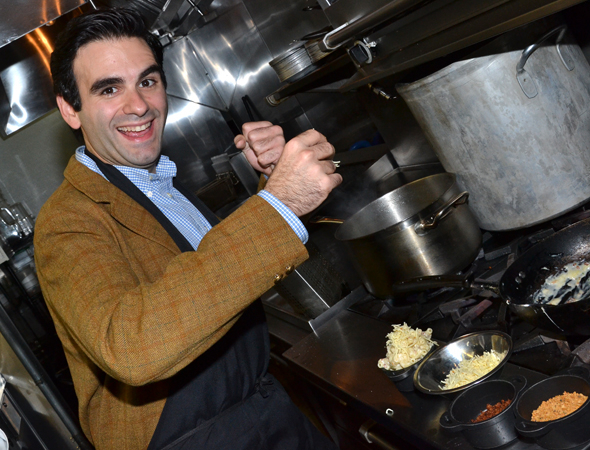 <p>Joe Iconis puts the cheese in mac and cheese.</p><br />(© David Gordon)