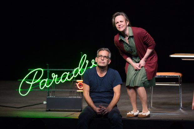 <p>Joe Mantello and Sally Field head the cast of <em>The Glass Menagerie</em> at the Belasco Theatre.</p><br />(© Julieta Cervantes)