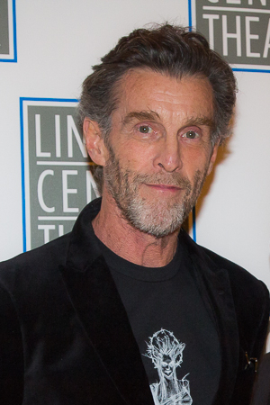 <p>John Glover plays one of the three witches in <em>Macbeth</em>.</p><br />(© Seth Walters)