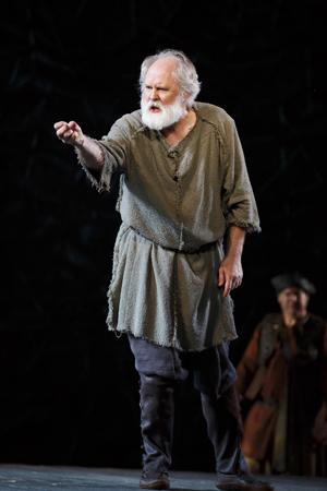 <p>John Lithgow embodies Shakespeare&#39&#x3B;s King Lear.</p><br />(© Joan Marcus)