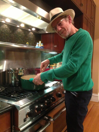 <p>July 20 – Sir Ian McKellen prepares a &quot&#x3B;fortifying risotto&quot&#x3B; for himself and Sir Patrick Stewart as they take on Comic Con in California. </p><br />(Photo via @SirPatStew)
