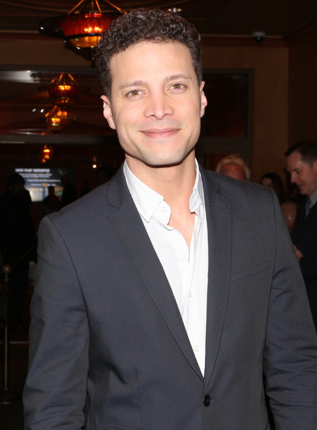 <p>Justin Guarini smiles for the cameras on his way into the theater.</p><br />(© David Gordon)