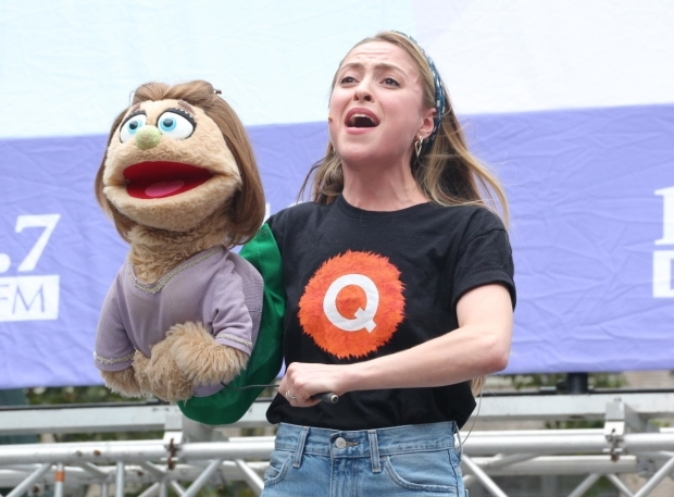 <p>Kate Monster and Dana Steingold sing &quot&#x3B;There&#39&#x3B;s a Fine, Fine Line&quot&#x3B; from <em>Avenue Q</em>.</p><br />(© David Gordon)