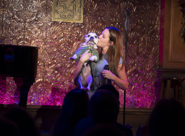 <p>Kate Rockwell gives a big kiss to her adorable pup, which is also named Mabel.</p><br />(© Allison Stock)