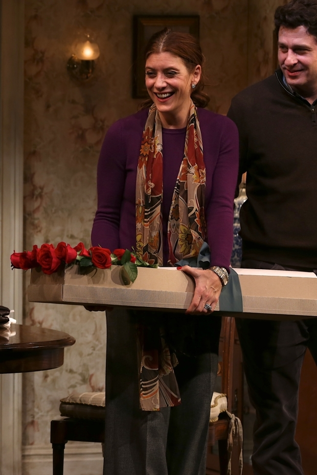 <p>Kate Walsh with a huge smile after receiving a bouquet of roses.</p><br />(© Tricia Baron)