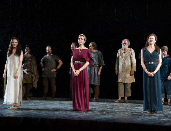 <p><em>King Lear</em> ladies Jessica Collins, Jessica Hecht, and Annette Bening drink in the audience&#39&#x3B;s applause.</p><br />(© David Gordon)