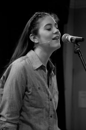 <p>Laura Dreyfuss shows off her vocal prowess.</p><br />(© David Gordon)