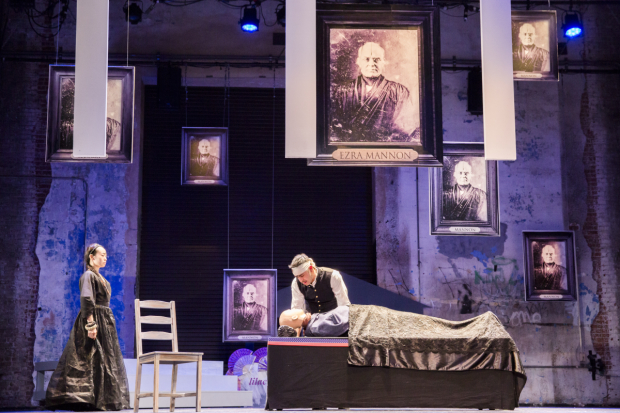 <p>Lavinia (Eunice Wong) and Orin (Satya Bhabha) in mourning for their father.</p><br />(© Gaia Squarci)