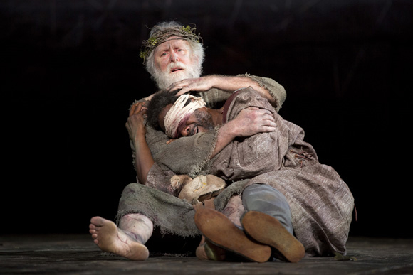 <p>Lear and Edgar share a tragic moment.</p><br />(© Joan Marcus)