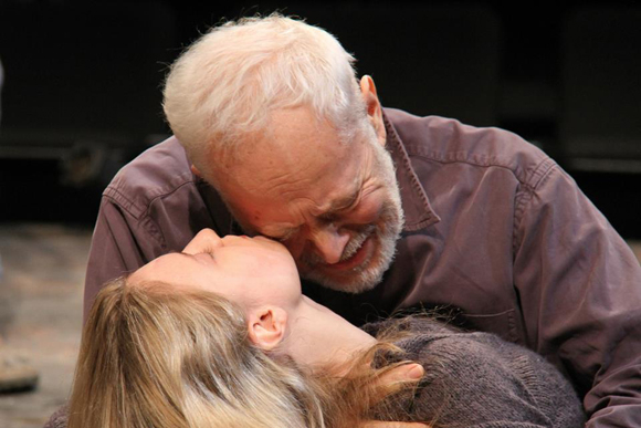 <p>Lear (Michael Pennington) cries over his daughter Cordelia (Lilly Englert).</p><br />(© Gerry Goodstein)