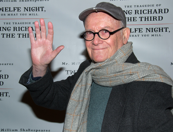 <p>Legendary actor/writer Buck Henry waves to photographers.</p><br />(© David Gordon)