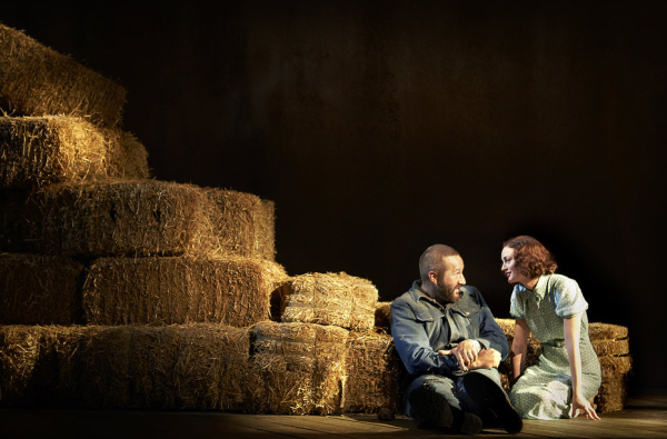<p>Lennie (Chris O&#39&#x3B;Dowd) and Curley&#39&#x3B;s Wife (Leighton Meester) chat about soft things in <em>Of Mice and Men</em>. </p><br />(© Richard Phibbs)