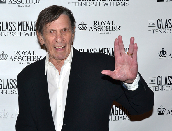 <p>Leonard Nimoy gives us the Mr. Spock salute on the red carpet.</p><br />(© David Gordon)