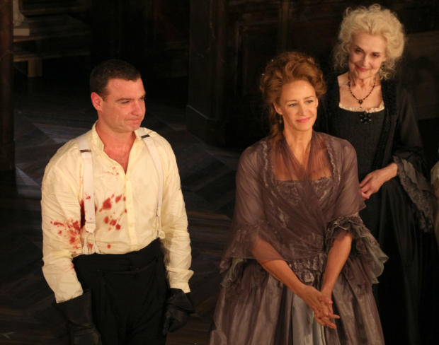 <p>Liev Schreiber and Janet McTeer take their bow as they return to Broadway.</p><br />(© David Gordon)