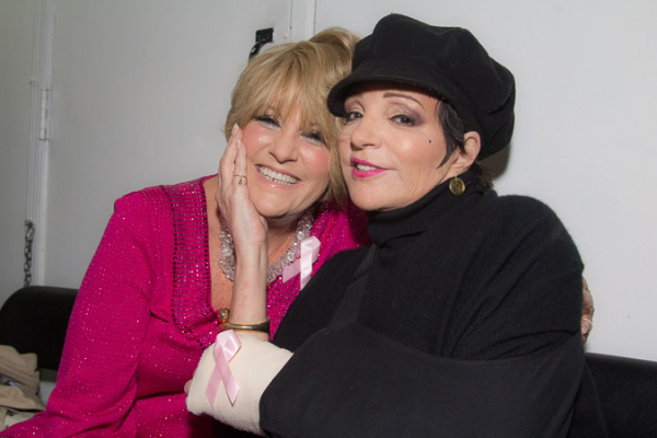 <p>Lorna Luft and Liza Minnelli cozy up before the show.</p><br />(©Seth Walters)