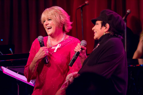 <p>Lorna Luft and Liza Minnelli perform a &quot&#x3B;sisters&quot&#x3B; medley to open the show.</p><br />(©Seth Walters)