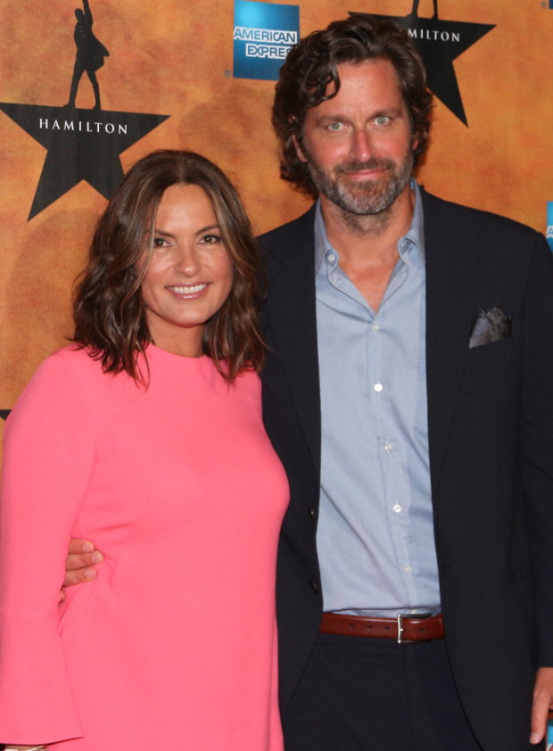 <p>Mariska Hargitay and Peter Hermann are one of the many acting couples on hand for the evening.</p><br />(© David Gordon)