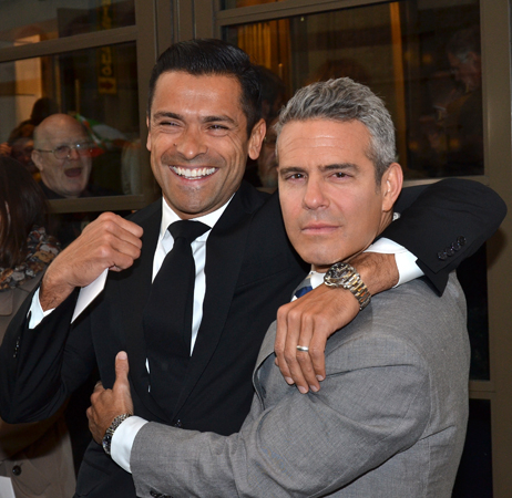 <p>Mark Consuelos and Andy Cohen pal around on the red carpet.</p><br />(© David Gordon)