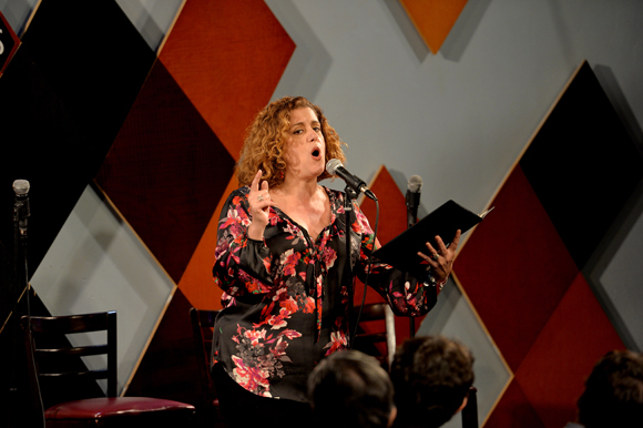 <p>Mary Testa sings one of Michael Feingold's comical Brecht translations.</p><br />(© Eduardo PATINO, NYC.)