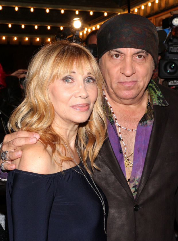 <p>Maureen and Steven Van Zandt cheer on his E Street Band front man.</p><br />(© David Gordon)