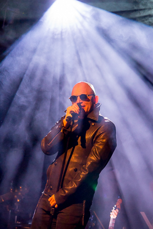 <p>Michael Cerveris looking very Billy Corgan in his leather jacket.</p><br />(© Seth Walters)