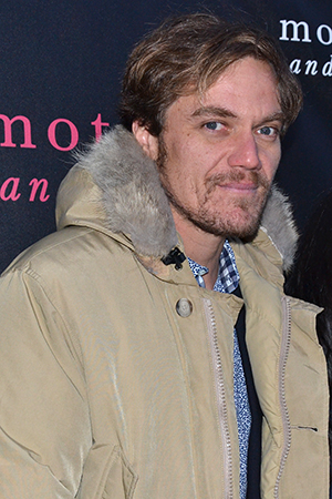 <p>Michael Shannon poses for photos before the show.</p><br />(© David Gordon)