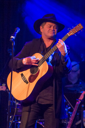 <p>Micky Dolenz of The Monkeys sings &quot&#x3B;Another Pyramid.&quot&#x3B;</p><br />(© Seth Walters)