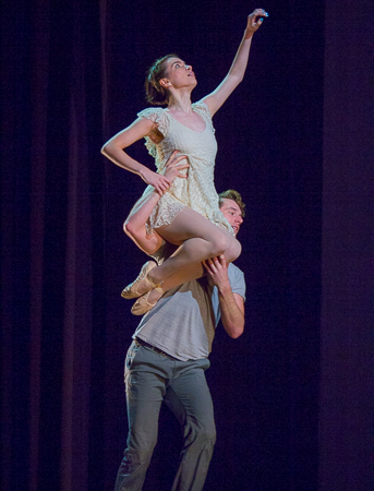 <p>Nathan Madden and Phoebe Pearl of ASTEP perform a pas de deux.</p><br />(© Seth Walters)