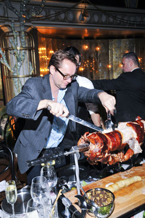 <p>New York Post columnist Michael Riedel carves and serves the party&#39&#x3B;s suckling-pig dinner.</p><br />(© Jenny Anderson)