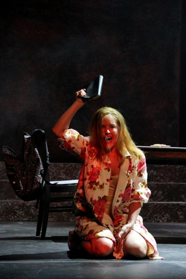 <p>No one loses her mind onstage quite like Tony winner Alice Ripley. </p><br />(© Jeff Carpenter)
