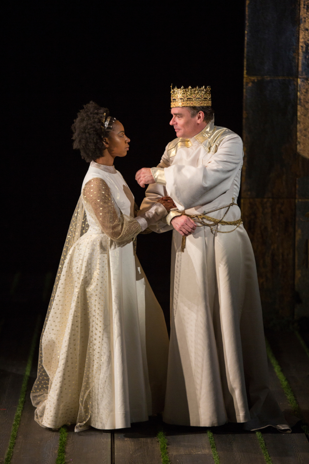 <p>Nora Carroll stars as Queen Isabel opposite Robert Sean Leonard as King Richard II.</p><br />(© Jim Cox)