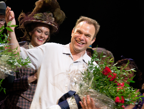 <p>Norbert Leo Butz can&#39&#x3B;t contain his glee.</p><br />(© David Gordon)