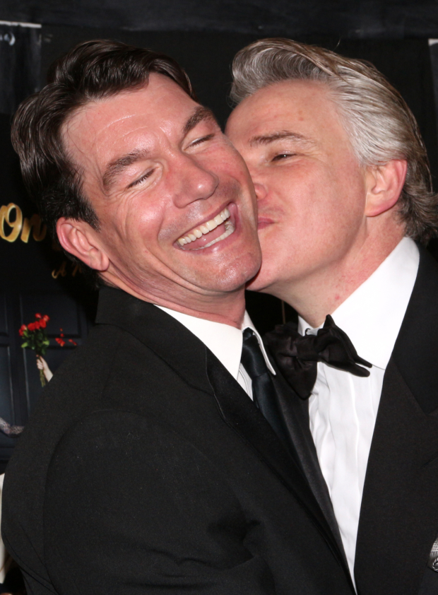 <p>Not to be outdone, O&#39&#x3B;Connell gets a kiss from costar Douglas Sills.</p><br />(© David Gordon)