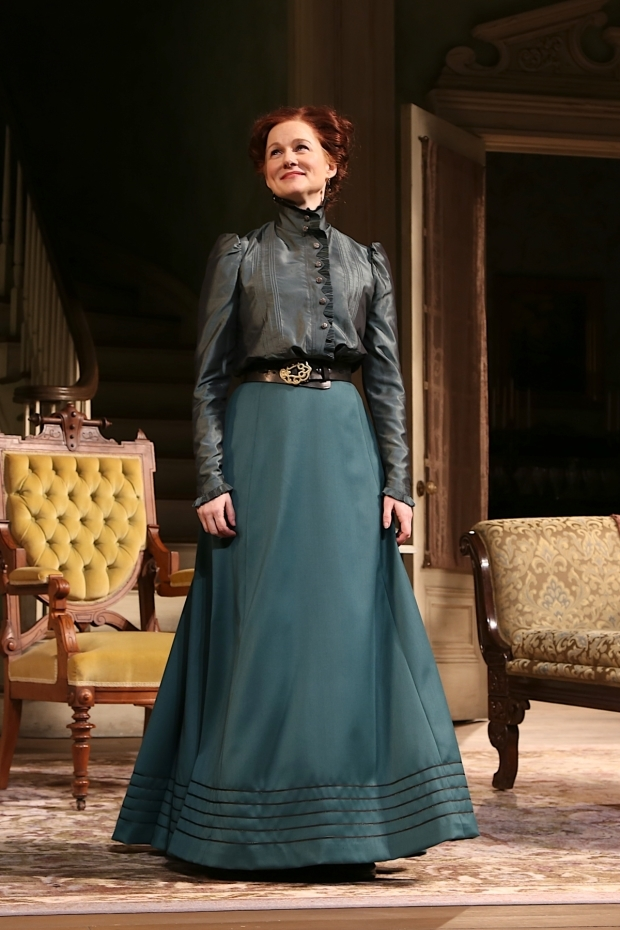 <p>On opening night, Laura Linney played Regina.</p><br />(© Tricia Baron)