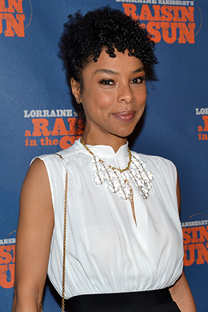<p>Oscar nominee Sophie Okonedo makes her Broadway debut as Ruth Younger, Walter Lee&#39&#x3B;s wife.</p><br />(© David Gordon)