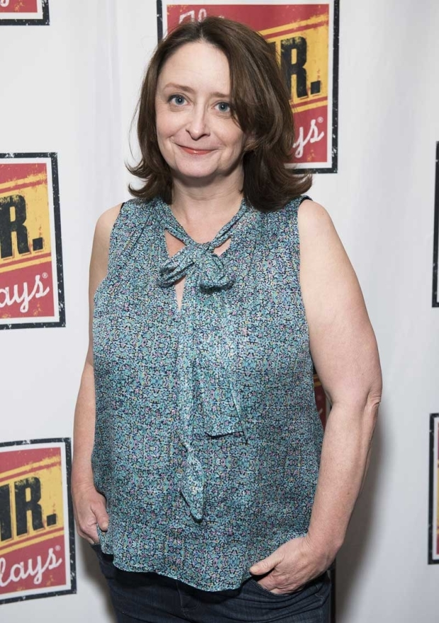 <p>Rachel Dratch arrives for the evening.</p><br />(© Jenny Anderson)