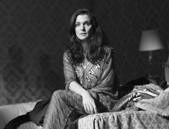 <p>Rachel Weisz stars as Emma, an art gallery owner and Robert&#39&#x3B;s wife.</p><br />(© Brigitte Lacombe)