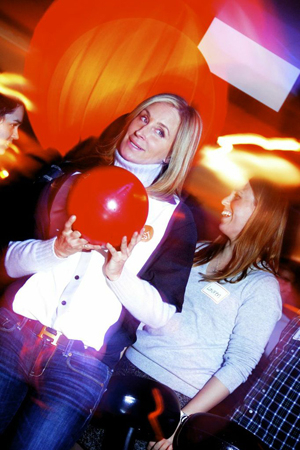 <p>Real Housewife Sonja Morgan is ready to hit the lanes.</p><br />(© Nessie Nankivell)