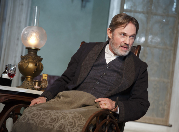 <p>Richard Thomas stars as Horace Giddens.</p><br />(© Joan Marcus)