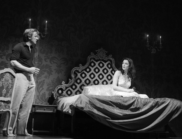 <p>Robert (Craig) confronts Emma (Weisz) in bed.</p><br />(© Brigitte Lacombe)