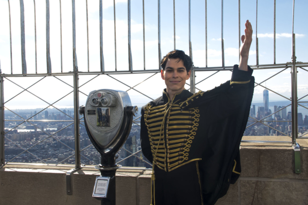 <p>Rodney Ingram poses at the top of the Empire State Building.</p><br />(© David Gordon)