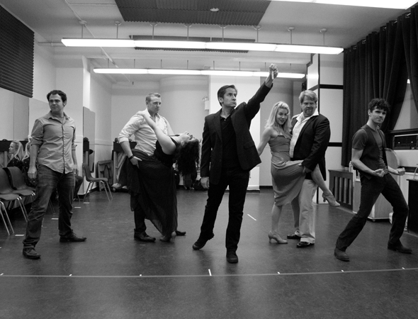 <p>Seth Rudetsky and the cast of Disaster! sing &quot&#x3B;Hot Stuff.&quot&#x3B;</p><br />(© David Gordon)