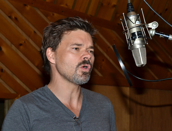 <p>Sing out, Hunter Foster!</p><br />(© David Gordon)